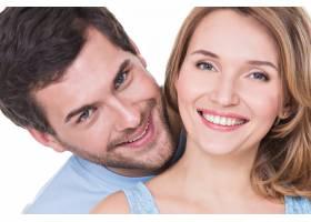 被隔离的美丽幸福夫妇的特写肖像_11554684