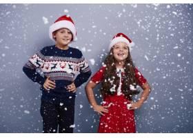 雪景中的兄弟姐妹画像_11726517