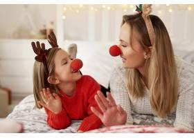 母女俩欢度圣诞节_11725861