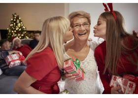 爱幸福和拥抱我们家的圣诞节_12114170