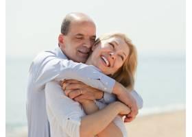 海边的老年夫妇_1474851