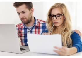 焦点夫妇和家庭财务_10676867