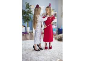 成为公主是每个女孩的梦想_11984013