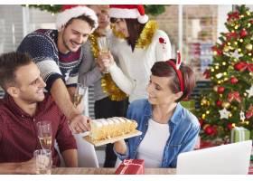我们可以尝尝美味的圣诞蛋糕吗_11818945
