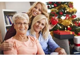 我们在圣诞节期间保持我们的家庭传统不变_10979585