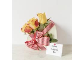 献给母亲节的鲜花卡片和礼物_12144176