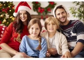 圣诞节期间的全家福_11820296