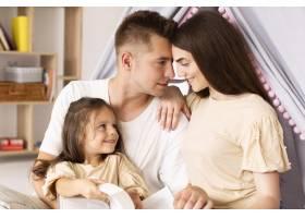 前景可爱的一家人在一起度过了一个特别的时_10700447