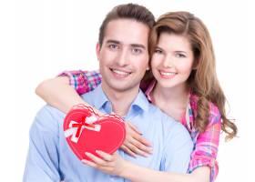 一对幸福的年轻夫妇在与世隔绝的白色背景下_11554709