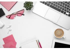 咖啡笔记女性化的家庭办公室工作空间_12837460