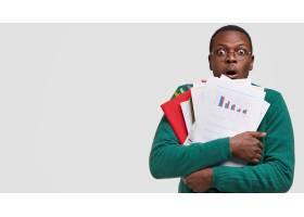 惊恐的企业主带着许多文件组织者用窃听_11406783