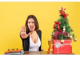 Xsmas心情与年轻的不满足的严肃情绪的女商_13408871