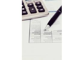 设有文件和货币账户的办公室_9183794