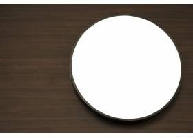 木桌上的白色圆圈_997839