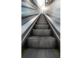 地铁站内的自动扶梯_1120899