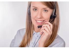 坐在办公室里的客户服务代理的特写肖像_1162616