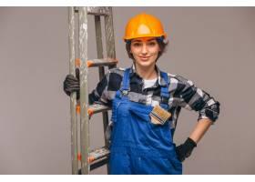 女修理工穿着制服手持梯子与世隔绝_4410809