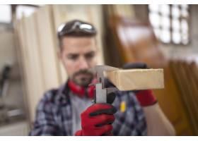 新项目木工用游标卡尺测量板材厚度_11137186