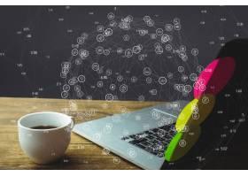 木桌上的笔记本电脑带有社交媒体图表_902720