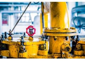 工厂内的钢质管道和钢缆_1119709