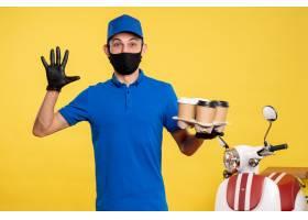 正面男快递员戴着黑色口罩手持咖啡黄色_13462092