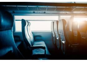 火车上靠窗的空位_1193650