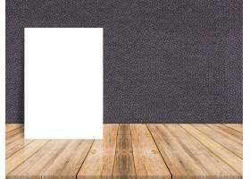 热带木地板和纸墙上的空白白纸海报模板样_1382892