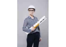 建筑师忙于一些项目_13055415