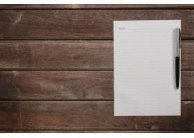 用钢笔盖在木桌上的白色床单_997563