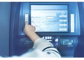 银行的自动取款机操作_1286423