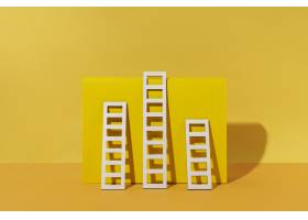 黄色背景的梯子布置_12975151