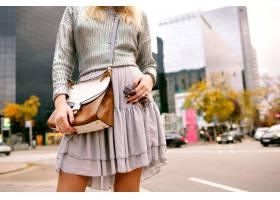 特写都市时尚细节时尚优雅的女子身穿银色_9855519