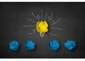 由黄色纸球和下面的其他蓝色球制成的灯泡_973524