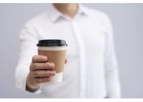 男性手持外卖咖啡特写_3581133