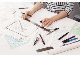密切关注年轻专业女工程师在新团队项目中用_8357514