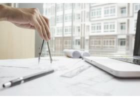 工程师手中的图纸施工概念工程工具复_1239237