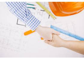 带有建筑平面图和头盔的建筑概念_2348026