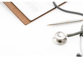 带笔的病人信息听诊器_1017716