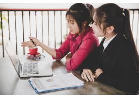 業務分析概念女商人分析商業文件財務報_4668776