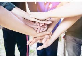 人们在工作中携手合作人类承诺的概念_4351301