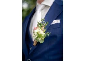 婚礼上新郎身穿蓝色西装的特写镜头_9184632