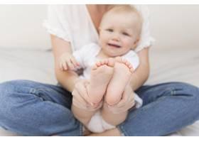可爱女婴与母亲合影_7936893