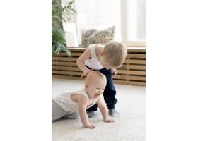 可爱的孩子们玩耍的前景_8402106