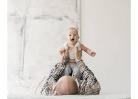 可爱的父亲和孩子的前景_8402071