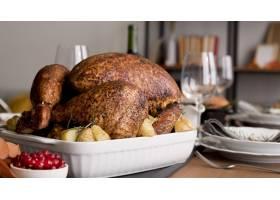 感恩节餐桌上有火鸡_9546193