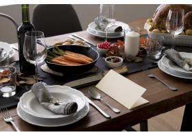 感恩节餐桌上有食物_9546357