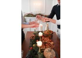 与家人共进圣诞晚餐_9388474