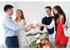 与家人共进圣诞晚餐_9388478