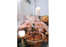 与家人共进圣诞晚餐_9388531