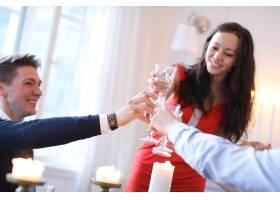 与家人共进圣诞晚餐_9388649